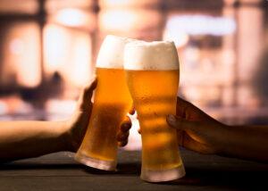 come si beve una birra