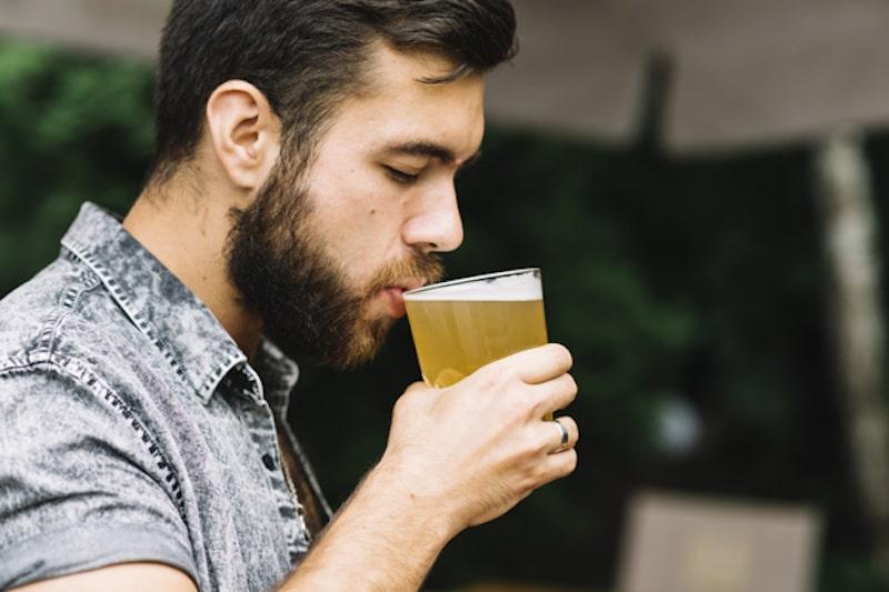 bere birra funzioni cognitive